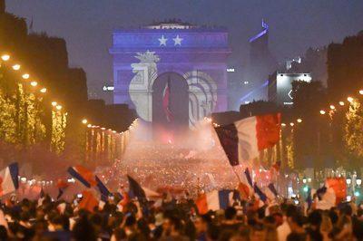 Nước Pháp mở hội ăn mừng sau chiến tích vô địch World Cup