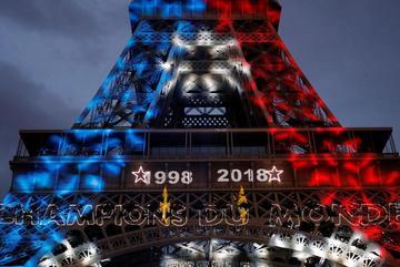 """Pháp vô địch World Cup: Paris rung chuyển, tháp Eiffel """"biến hình"""""""
