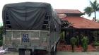 Xe tải tông sập nhà hàng, 2 bảo vệ suýt mất mạng