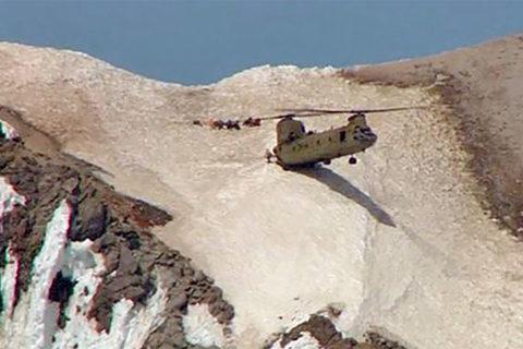 Xem 'quái vật trên không' cứu người trên vách núi dựng đứng