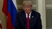 Clip ông Trump nháy mắt với ông Putin khi gặp mặt
