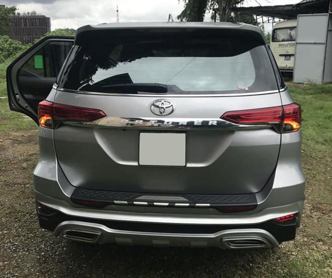 Toyota Fortuner cũ đi hơn 30.000 km rao bán đắt hơn xe mới