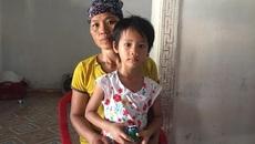 Bố mẹ khóc nghẹn vì không có 50 triệu đồng mổ tim cho con gái
