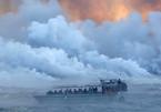 Tàu du lịch trúng 'bom dung nham' núi lửa