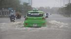 Áp thấp nhiệt đới giật cấp 8 áp sát Nghệ An - Quảng Bình