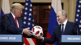 Quà Putin tặng Trump không đơn giản chỉ là quả bóng?