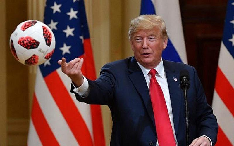 Những hình ảnh 'không giống ai' của ông Trump ở châu Âu
