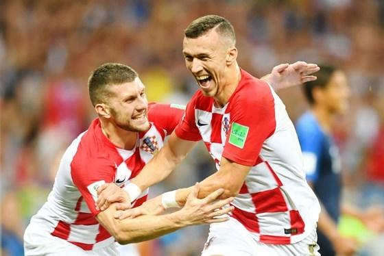 MU bẻ 'đôi cánh thiên thần' Croatia, Arsenal kích bom tấn