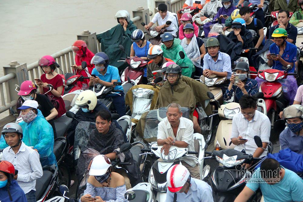 tai nạn,tai nạn giao thông,cầu Vĩnh Tuy,Hà Nội,ùn tắc