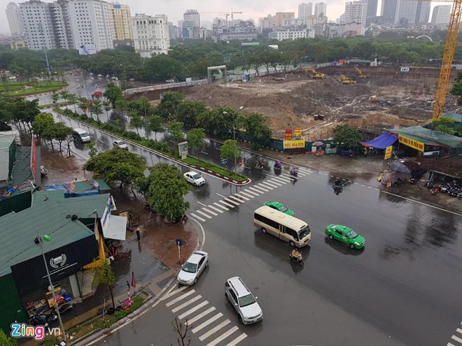 Hà Nội mưa kéo dài, Grab tăng giá gấp 3 lần ngày thường