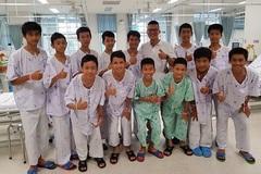 Các cầu thủ đội bóng Thái Lan chuẩn bị về nhà