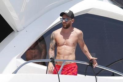 Gạt nỗi buồn World Cup, Messi xả hơi trên siêu du thuyền