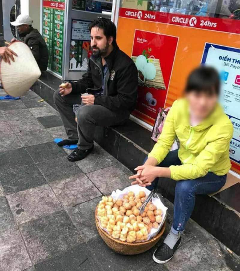Khách Tây bị 'chặt chém': Bữa ăn 700 triệu, nhận tiền thừa âm phủ