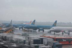 Hàng loạt chuyến bay bị chậm, huỷ chuyến do bão số 3