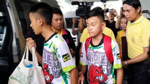 cuộc họp báo đầu tiên của đội bóng Thái