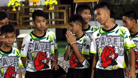 đội bóng Thái Lan họp báo sau khi xuất viện