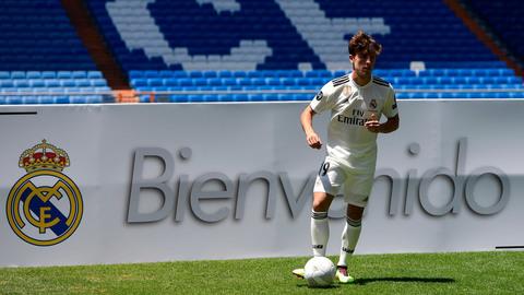 Odriozola ra mắt Real Madrid