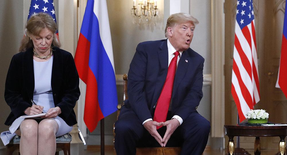 Vì sao nữ phiên dịch của ông Trump bị truy ráo riết?