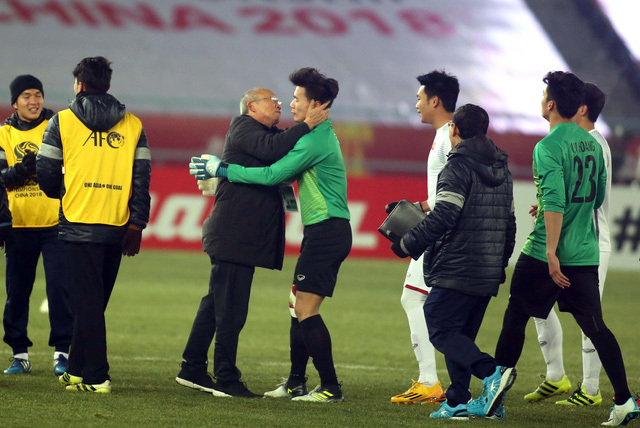 HLV Park Hang Seo: 'Văn Lâm chưa chắc suất, Tiến Dũng cứ yên tâm'