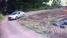 Tài xế đạp nhầm chân ga, ô tô bay thẳng xuống hồ nước