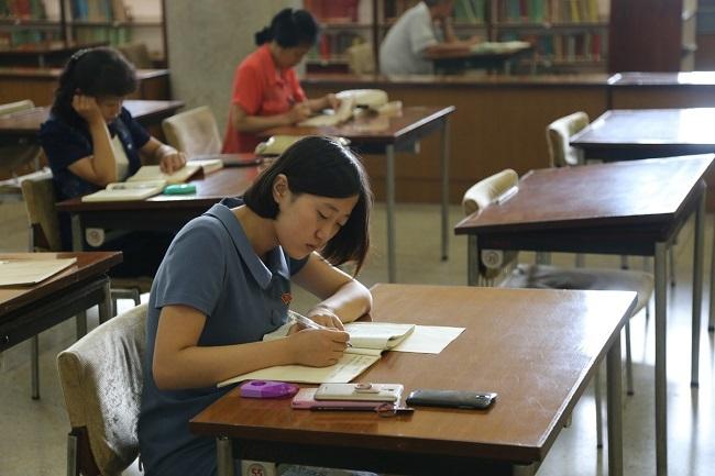 Bên trong thư viện trung ương đồ sộ của Triều Tiên