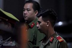 An ninh xuyên đêm canh gác trước cổng Sở Giáo dục Sơn La