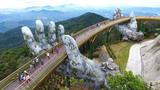 Cây cầu Vàng với sự nâng đỡ của 2 bàn tay khổng lồ