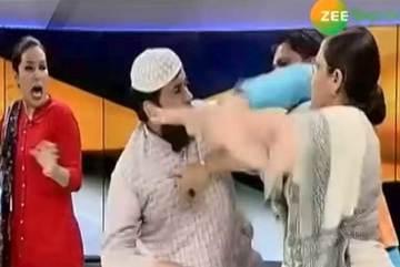 Khách mời tát nhau ngay trên sóng truyền hình Ấn Độ