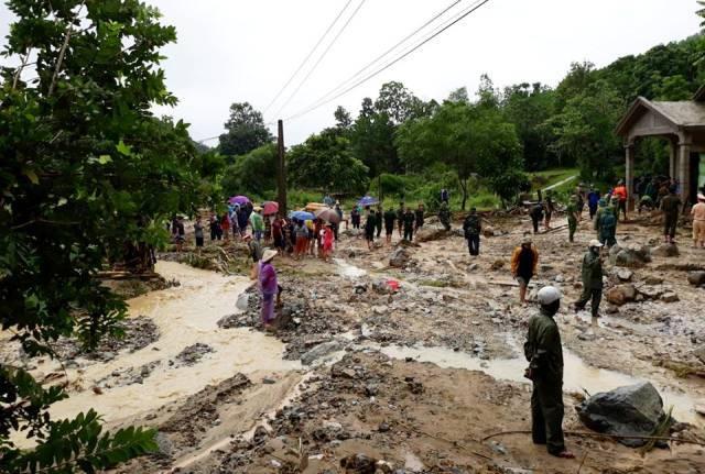 Lũ hoành hành 5 người chết, phó bí thư xã ở Yên Bái bị cuốn trôi