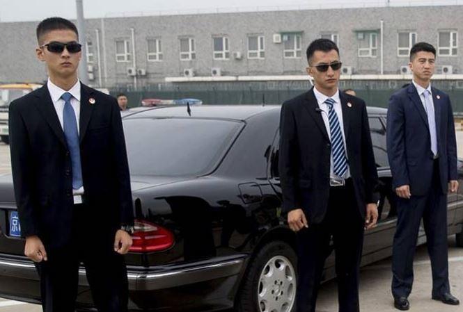 """Nghề vệ sỹ """"lên hương"""" ở Trung Quốc"""