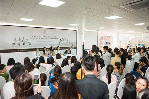 Kỳ Duyên, Mỹ Linh tặng 10.000 cuốn sách ở Buôn Ma Thuột
