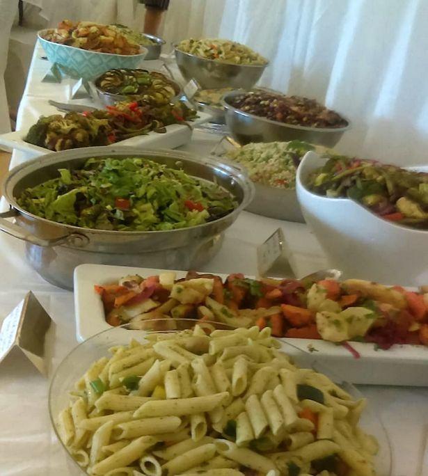 Đồ ăn sắp ra bãi rác lên bàn tiệc cưới: 25 triệu đại tiệc cho 150 khách