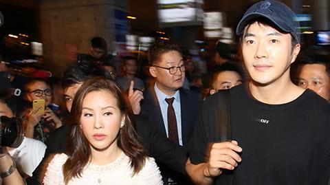 Kwon Sang Woo đến Việt Nam: Nửa đêm vẫn đông đảo fan nam đợi kín sân bay