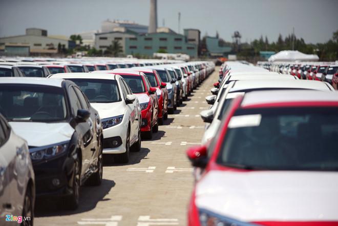 Số phận trái ngược của các nhà phân phối xe hơi nửa đầu năm
