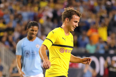 Mahrez ra mắt, Man City phơi áo trước Dortmund