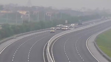 Xử nghiêm xe khách dàn hàng ngang trên cao tốc