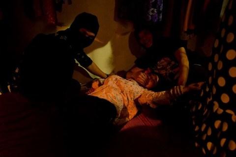Thanh Hương đóng cảnh bị hiếp dâm trong phim 'Quỳnh búp bê'