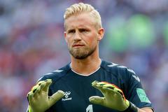 Chelsea chiêu mộ Schmeichel, Willian đào tẩu sang Barca