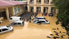 Phú Thọ: Hàng loạt ô tô, xe máy bị nước nhấn chìm