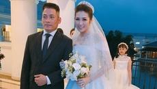 Bố Tú Anh khóc dắt tay con gái trao cho chàng rể trong đám cưới