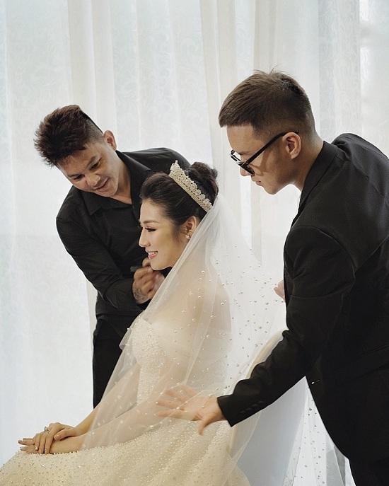 Cận cảnh váy cưới đính 20.000 viên pha lê của Á hậu Tú Anh