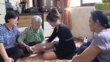 Vợ chồng Hari Won về thăm bà ngoại ở Hàn Quốc khiến fan thích thú