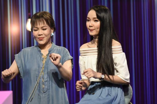 'Bản sao Minh Hằng' trổ tài đọc rap khiến Việt Hương ngỡ ngàng