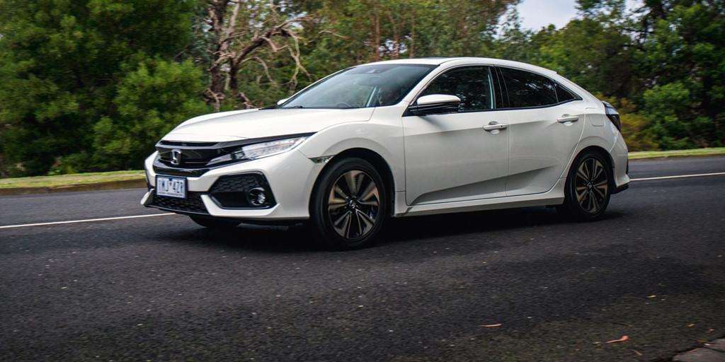 So sánh Honda Civic và Mazda 3 phiên bản 2018