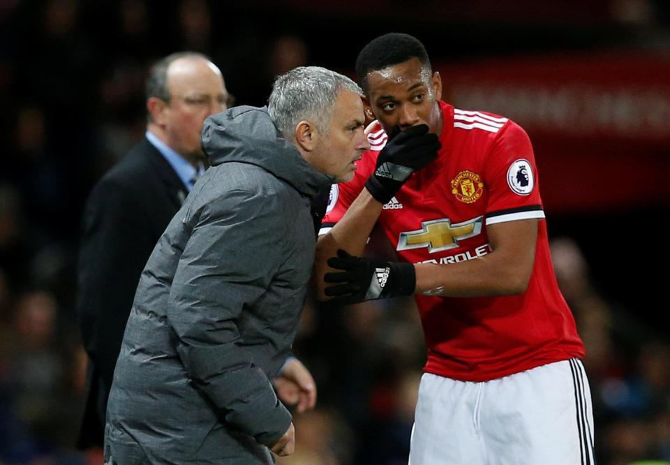 Martial nhận 'quà' MU, Mourinho đặt kỳ vọng lớn