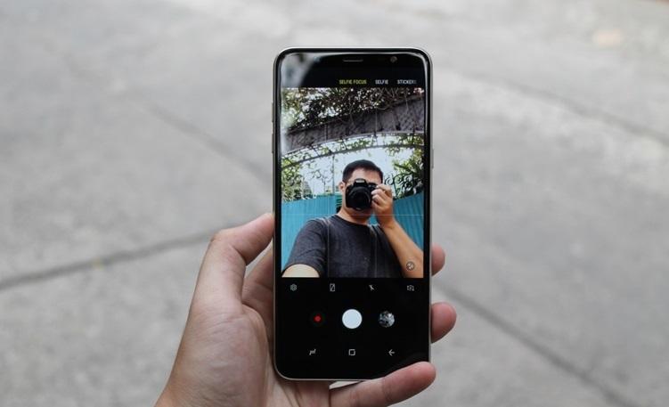 Đánh giá camera kép xóa phông của Galaxy J8