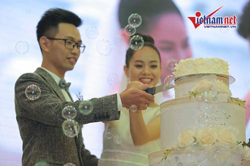 Hoàng Quyên hạnh phúc, e thẹn bên ông xã trong đám cưới