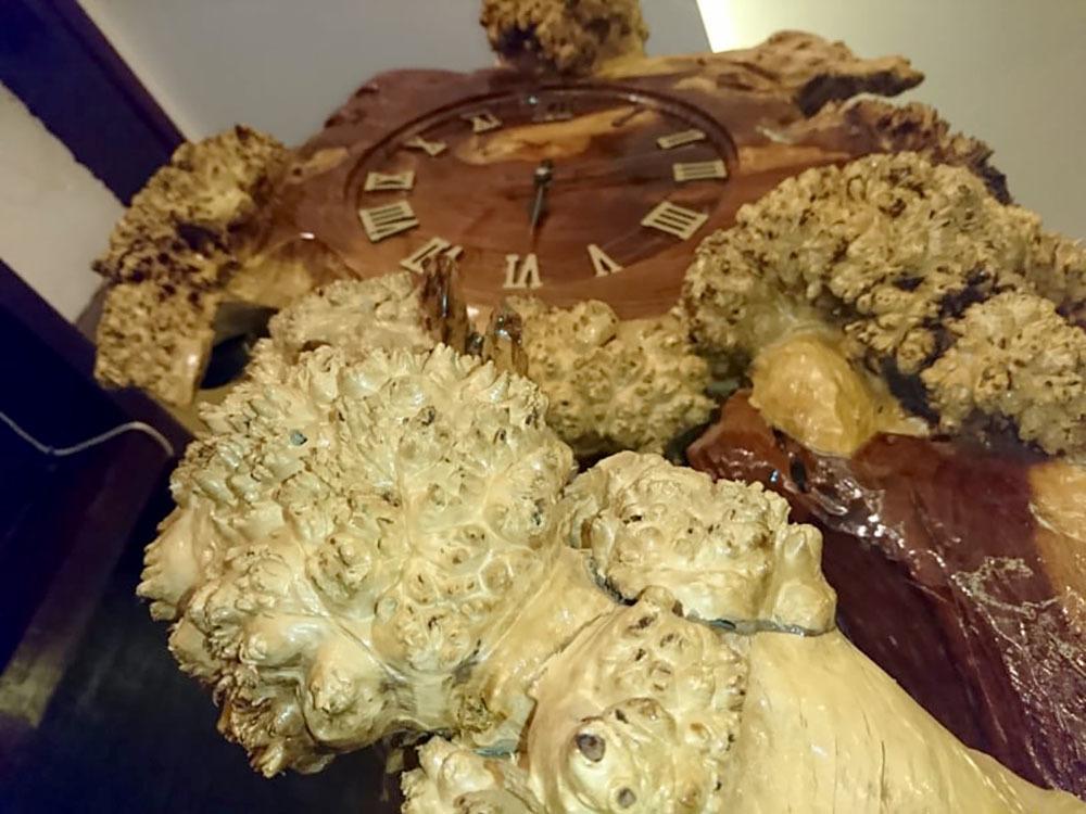 Chiếc đồng hồ gốc me tuổi đời trăm năm độc nhất vô nhị đất Việt