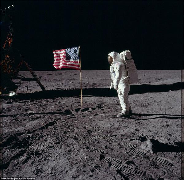 Những bức ảnh Mỹ muốn giấu về sứ mệnh đổ bộ mặt trăng