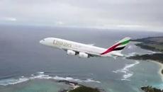 Thót tim thấy thiết bị không người lái lượn sát máy bay hàng trăm khách